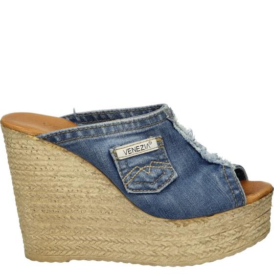 nie-klapki-wysokie jeansowe na koturnie